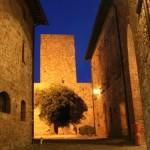 castello di petroia di notte