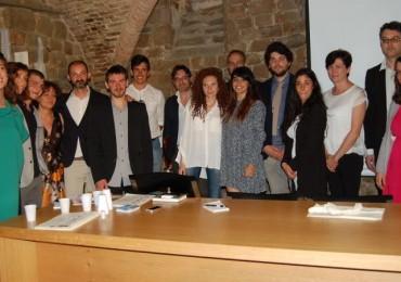 Nella foto i sette laureati, il direttore e i docenti dell'Iid, i rappresentanti delle aziende partner