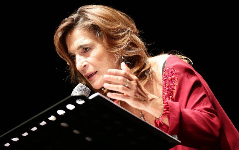 Lina Sastri al Teatro Lyrick di Assisi con Le stanze del cuore - Linapolina