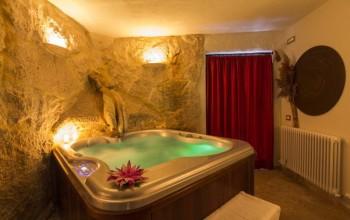 Cena romantica per 2 persone - Idromassaggio in camera da letto bari ...