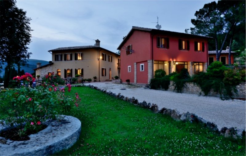 Casa vacanze foligno residenza bocci for Casa it foligno