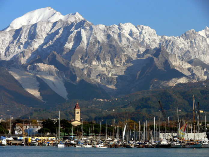 Dormire a Massa Carrara, la città del pregiato marmo