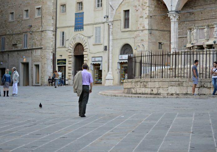 L'uomo che cammina_ PERUGIA_ph Claudia Pajewski
